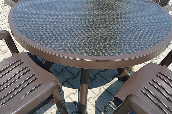 e377bc71093e detail hnědé desky s dekorací wicker detail hnědé desky s dekorací wicker  zvětšit